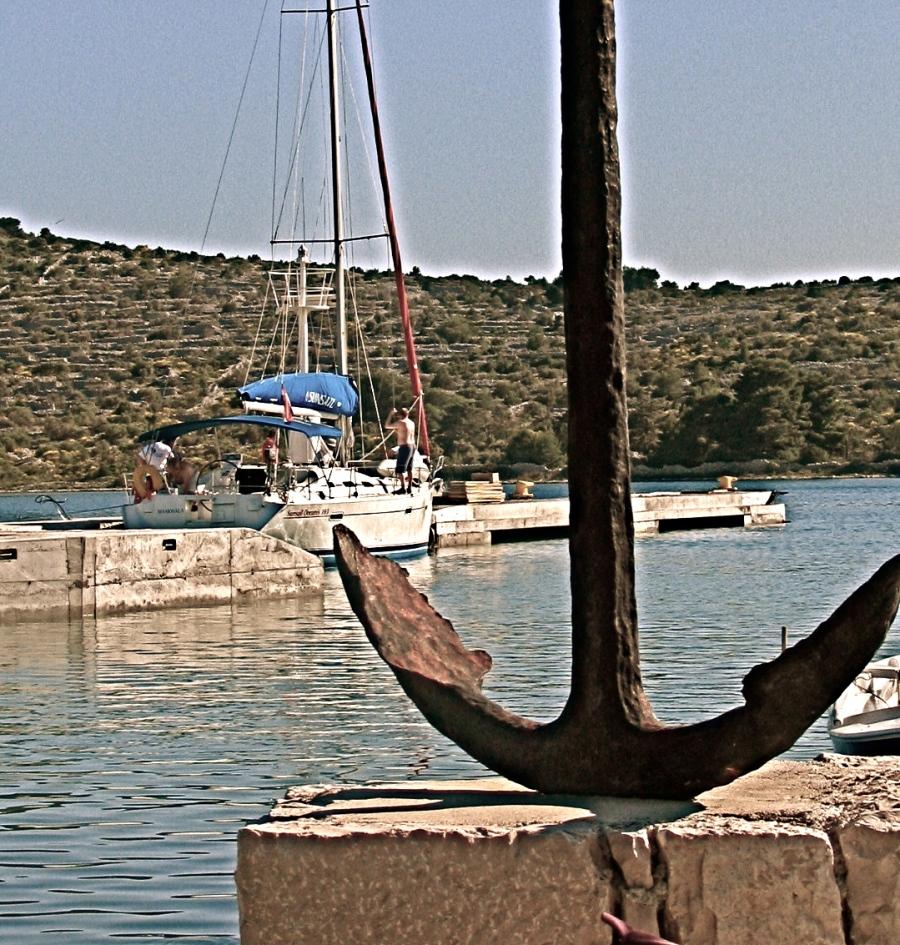 anchored Kaprije